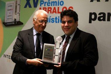 Coordenador do ESALQ-LOG recebe prêmio da ABRALOG