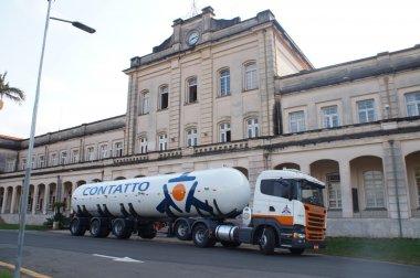 Carreta tanque chega ao Museu de Logística da Esalq