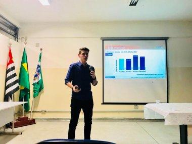 Pesquisadores do Grupo ESALQ-LOG participam de palestra na ETEC Piracicaba