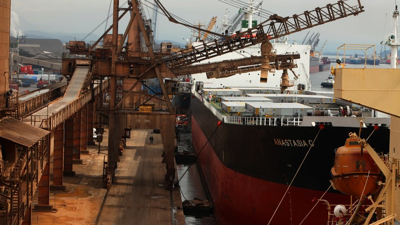 Movimento de carga em Paranaguá é recorde em junho